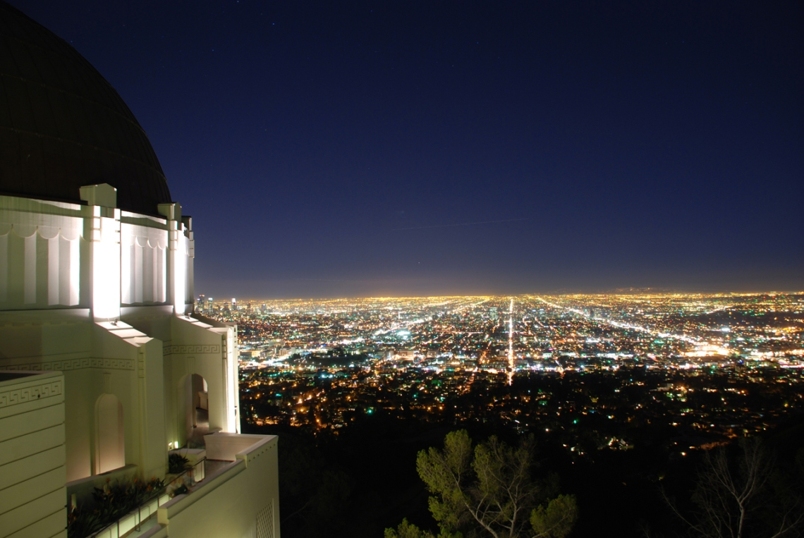 Griffith Observatory at Night (photo courtesy of hommemaker.files.wordpress.com)