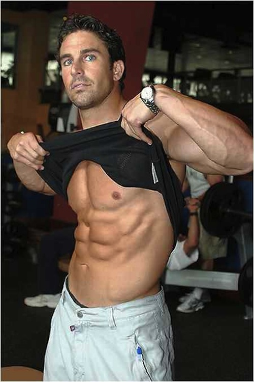 Gym-Man-Shows-Off-Six-Packs-Abs