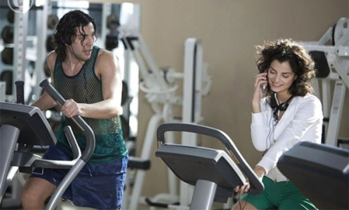 woman_talking_on_her_cell_phone_at_a_gym_gogoaba03967_600x363[1]