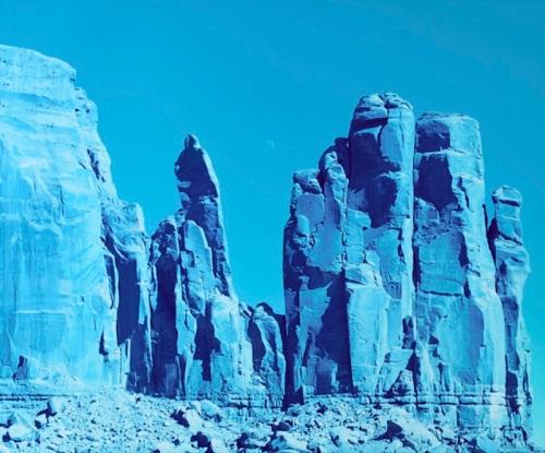 78_17-moon-over-rocks-monument-valley-arizona-2013